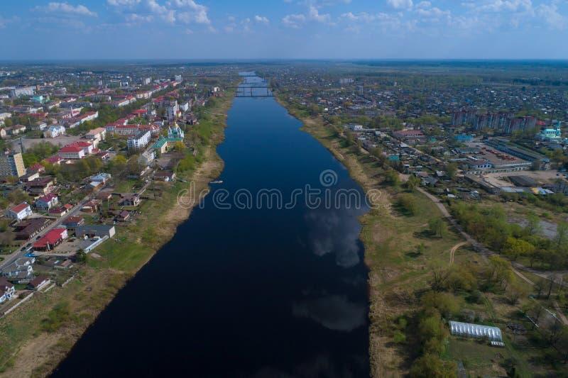 Dvina occidentale su una fotografia aerea di giorno soleggiato di aprile Polatsk, Bielorussia fotografia stock libera da diritti