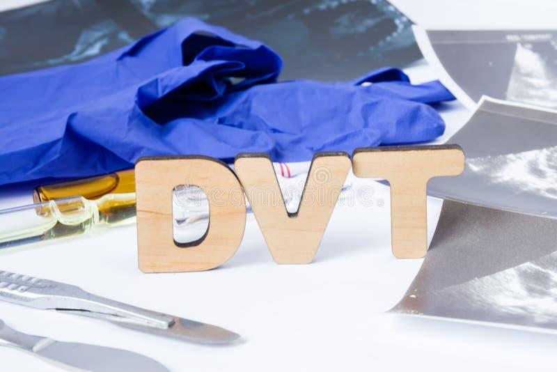 DVT akronim lub skrót głęboki żyła zakrzepica, zakrzep w żyle wśrodku nasz ciała Fotografii pojęcie diagnoza, traktowania zdjęcie stock