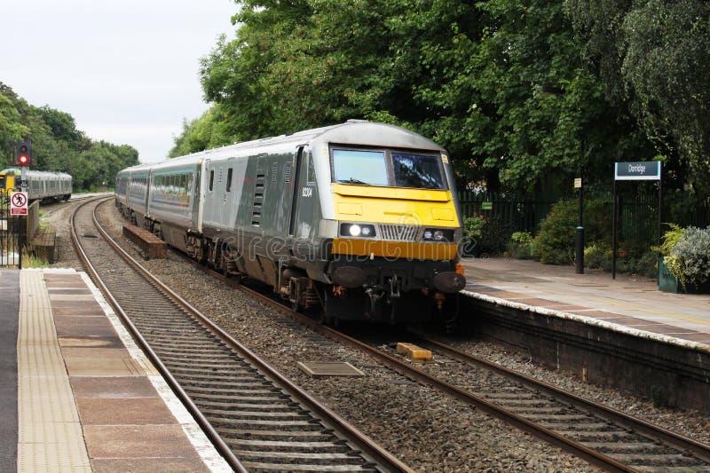 DVT-de trein van de hoofdenpassagier door Dorridge-post royalty-vrije stock fotografie