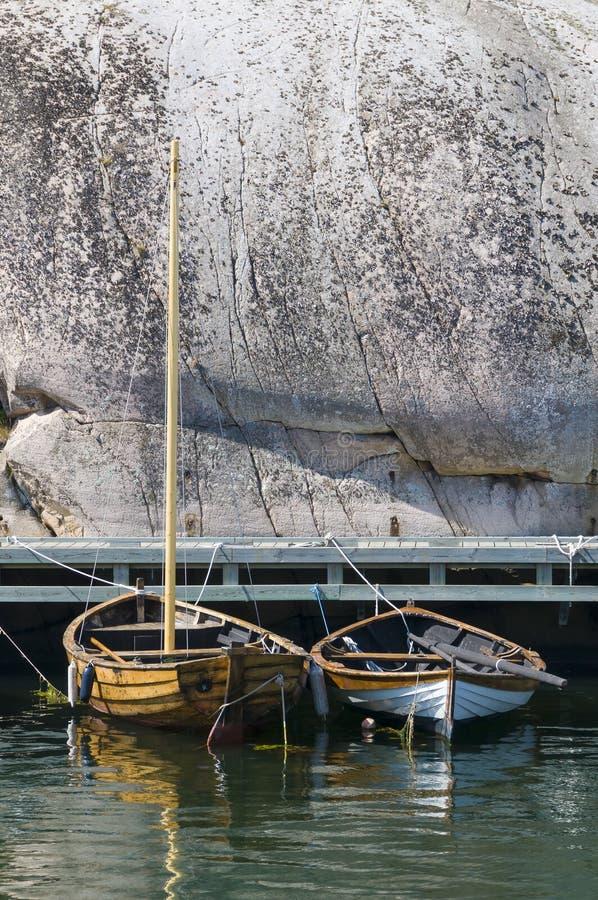Dwa łodzi drewniany zachodnie wybrzeże Szwecja zdjęcie royalty free