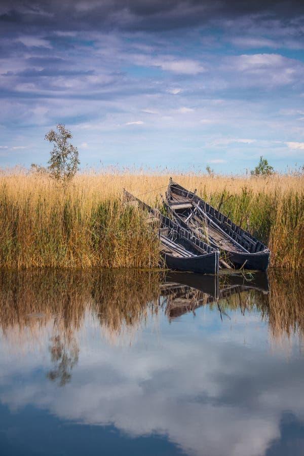 Dwa łodzi po połowu ranku zdjęcie stock