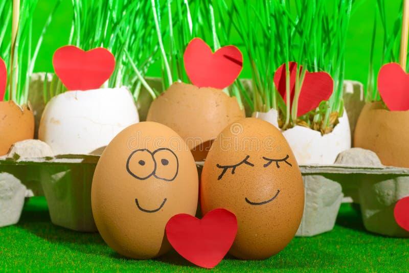 Dwa śmiesznego jajka świętuje Easter fotografia royalty free