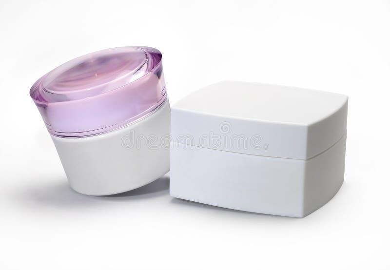 Dwa śmietanka kosmetyków pakować odizolowywam przeciw białemu tłu zdjęcia stock