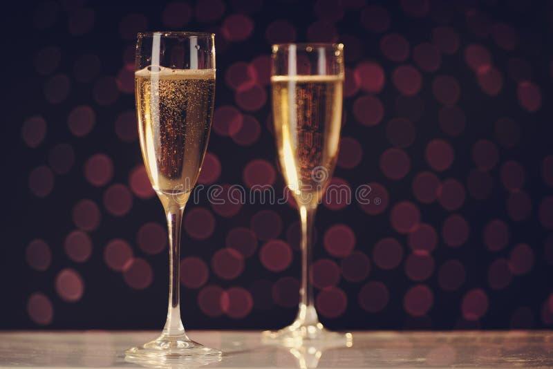 Dwa świątecznego szampańskiego szkła zdjęcie royalty free