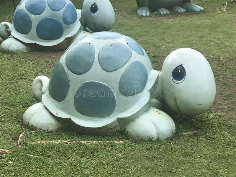 DWA żółw statuy PRZY CENNYMI momentami W FILIPINY obraz stock