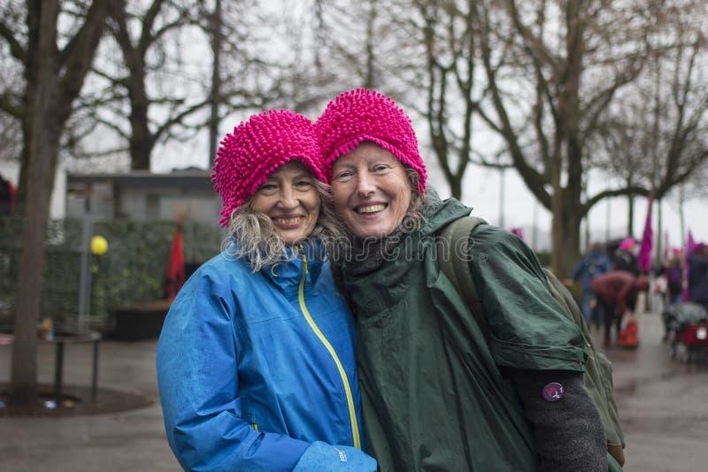Dwa żeńskiego demonstranta dla równouprawnienia płci fotografia stock