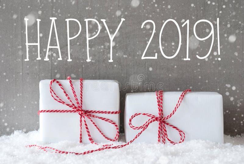 Dwa Białego prezenta Z płatkami śniegu, tekst Szczęśliwy 2019 fotografia royalty free