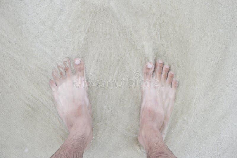 Dwa brzmienie foots pobyt na plaży obraz royalty free