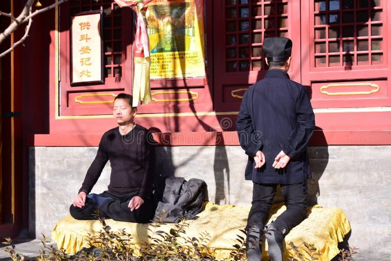 Dwa Buddyjskiego wierzącego w serce naprawie obrazy stock