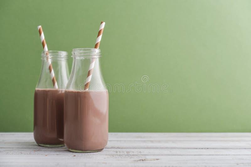 Dwa butelek czekoladowy mleko obraz stock