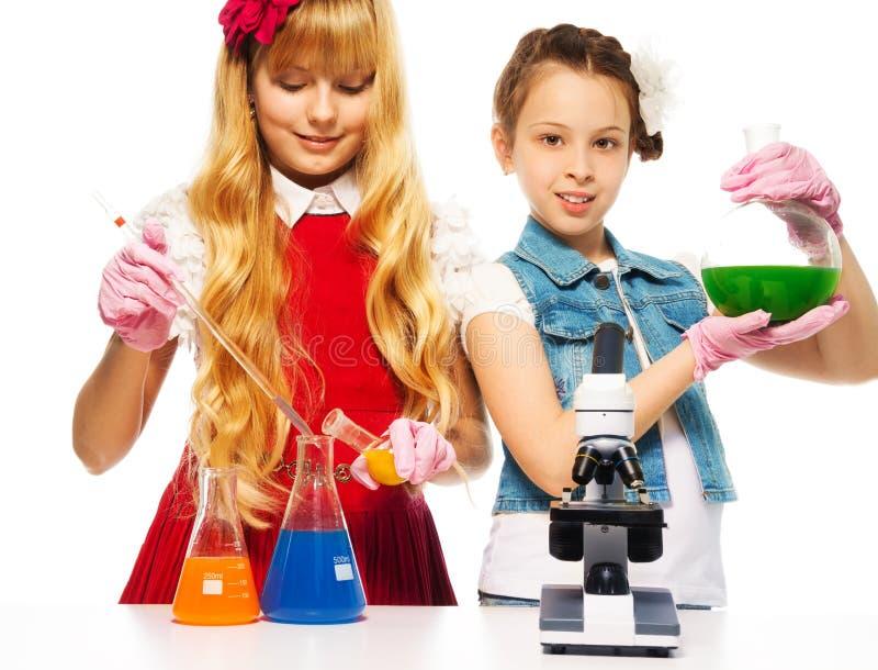 Download Dwa chemii i dziewczyny obraz stock. Obraz złożonej z dziewczyna - 28967977