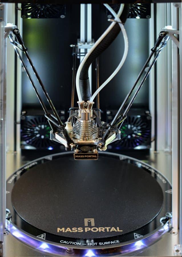 Dwa 3D drucika drukarki czekanie dla nowego zadania Nowa drukowa technologia fotografia stock