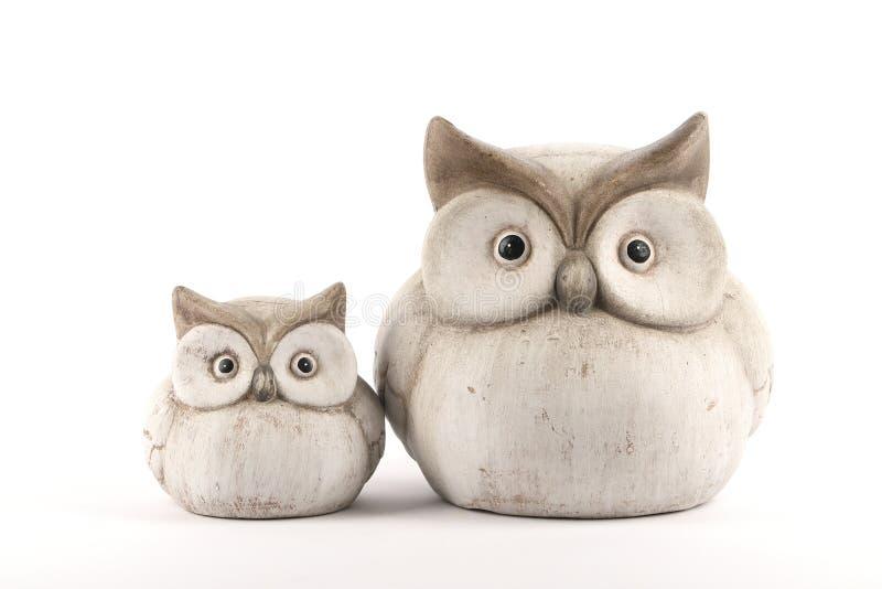 Dwa figurki sowy robić z gliny obrazy royalty free