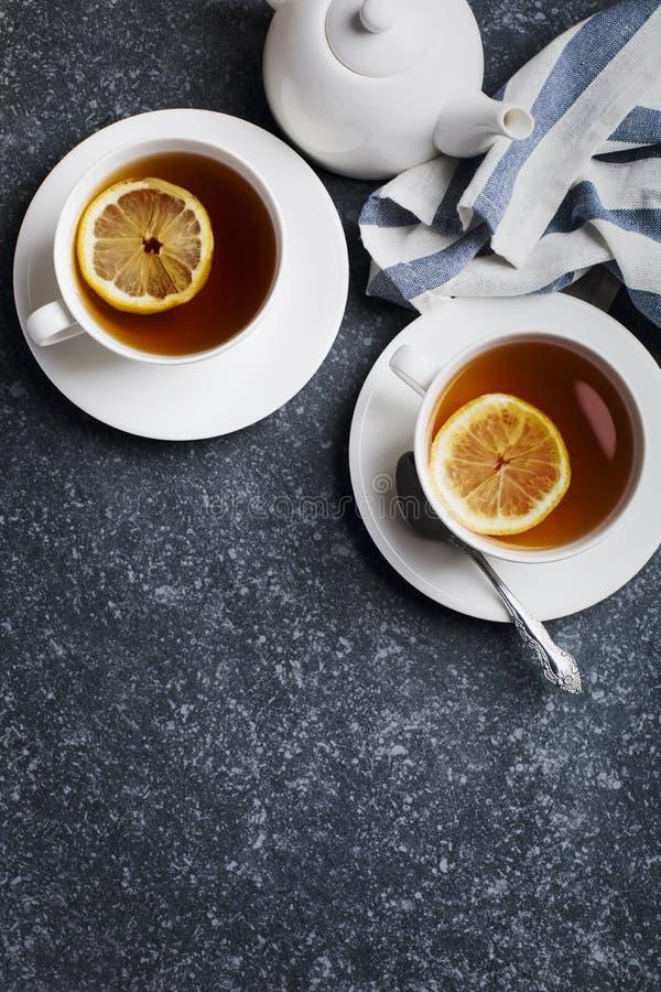 Dwa filiżanki herbata z cytryną zdjęcie stock