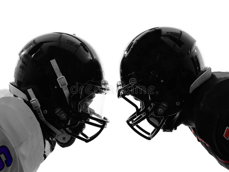 Dwa futbol amerykański graczów twarz w twarz sylwetka zdjęcie stock