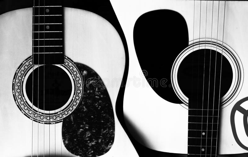 Dwa gitary akustycznej w postaci Yang obrazy royalty free