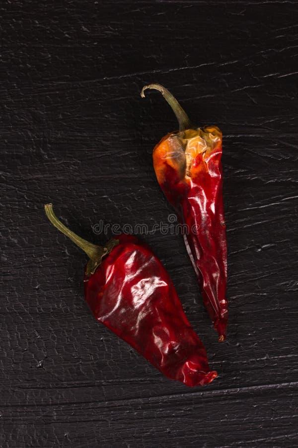 Dwa gorącej czerwieni suchego pieprzu fotografia royalty free