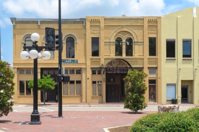Dwa historyczni budynki na głównej ulicie w Wiktoria Teksas zdjęcia stock