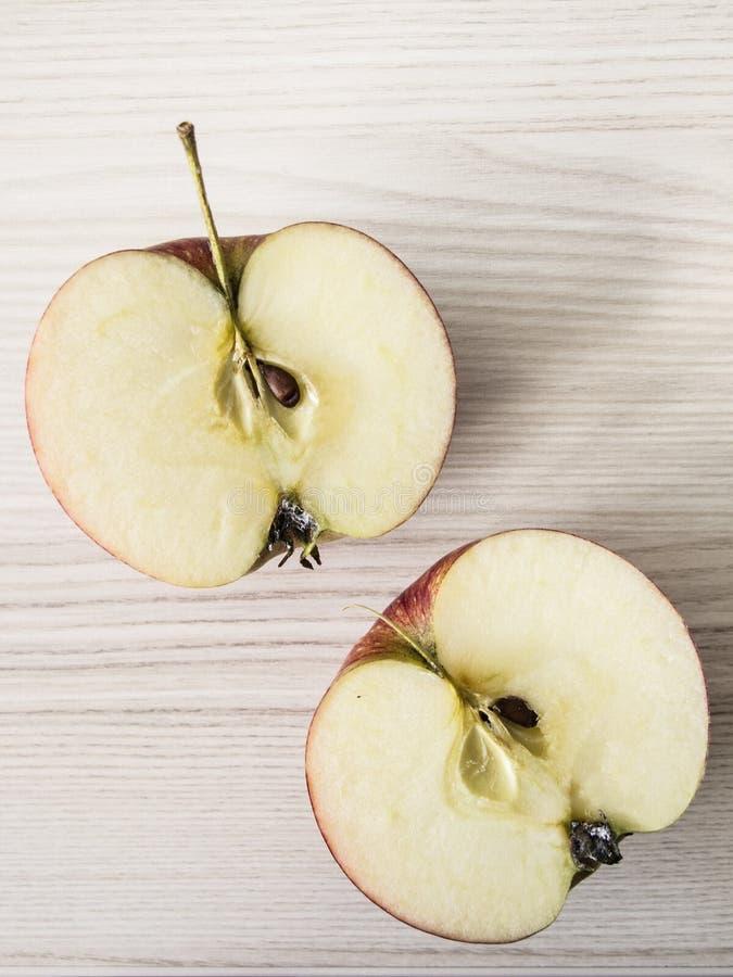 Dwa jabłczanej połówki zdjęcia royalty free