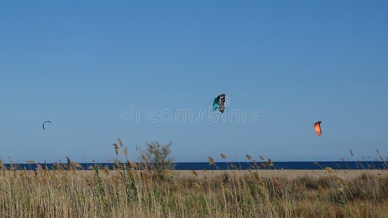 Dwa kania surfingowa nad Śródziemnomorskim obrazy stock