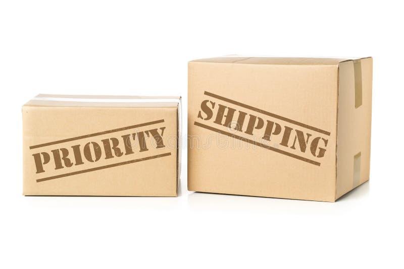Dwa kartonu pakuneczka z priorytet wysyłki odciskiem fotografia stock