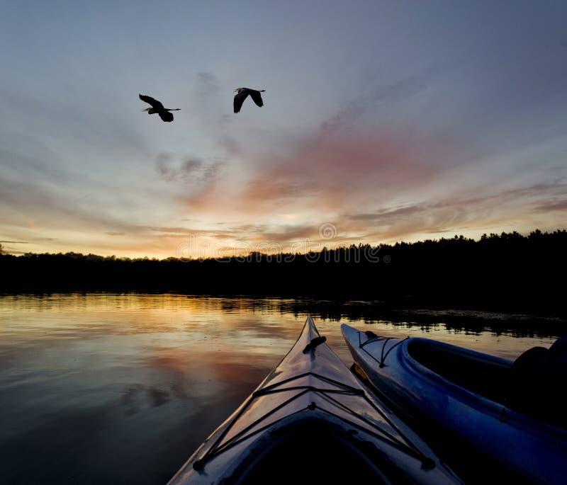 Pustkowie jeziora zmierzch zdjęcie royalty free