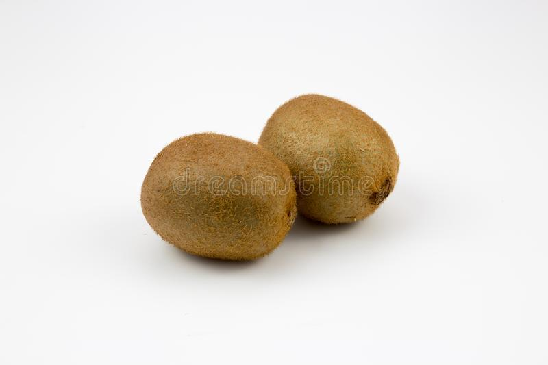 Dwa kiwi owoc na tle obraz stock