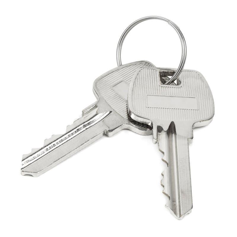 Dwa klucza na kluczowym pier?cionku odizolowywaj?cym na bia?ym tle zdjęcia stock