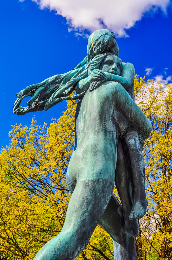 Dwa kobiet statua w Vigeland parku, Oslo zdjęcia royalty free
