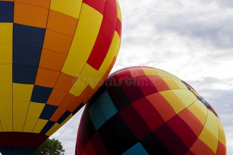 Dwa Kolorowego gorące powietrze balonu obraz stock