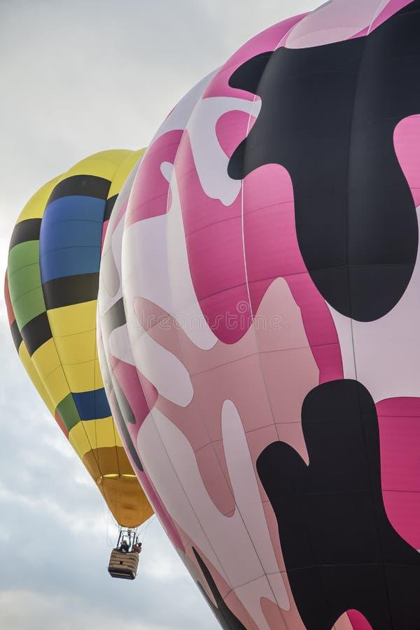 Dwa Kolorowego gorące powietrze balonu w niebie obraz royalty free