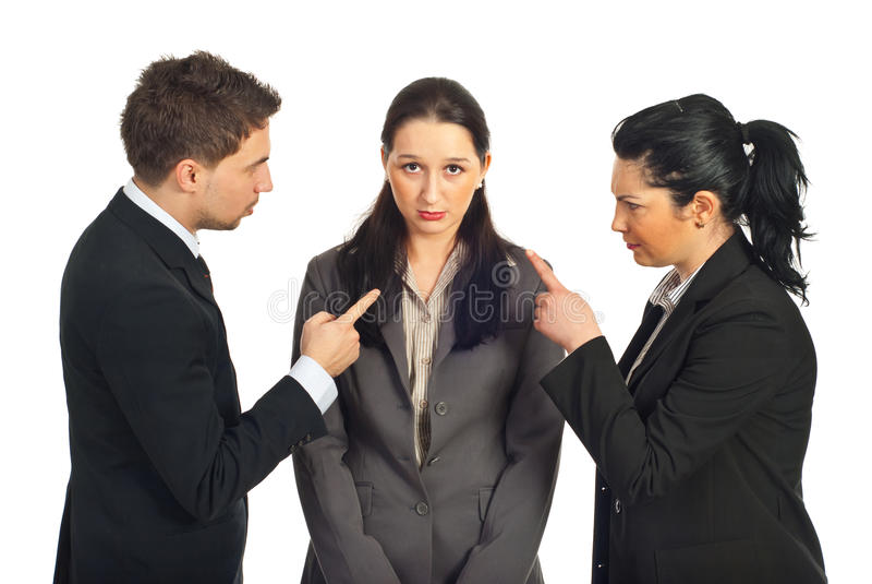 Dwa ludzie biznesu oskarżają jej kolegi fotografia stock