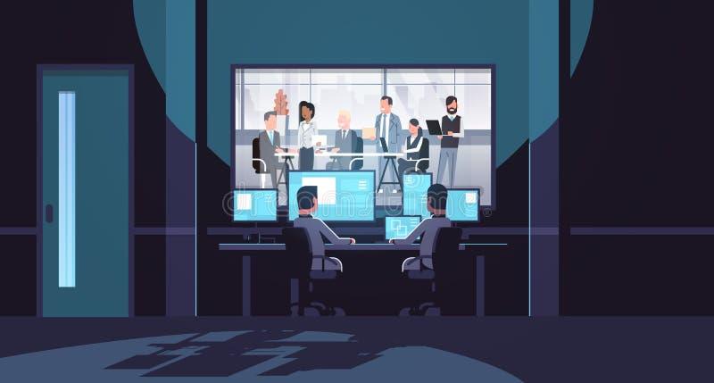 Dwa mężczyzny patrzeje monitorów za szklanymi mieszanki rasy ludzie biznesu zespalają się brainstorming spotkania konferencyjnego ilustracja wektor