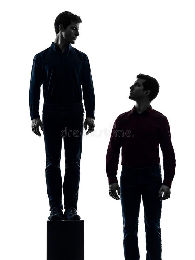Dwa mężczyzna brat bliźniak przyjaciół dominanty pojęcie fotografia stock