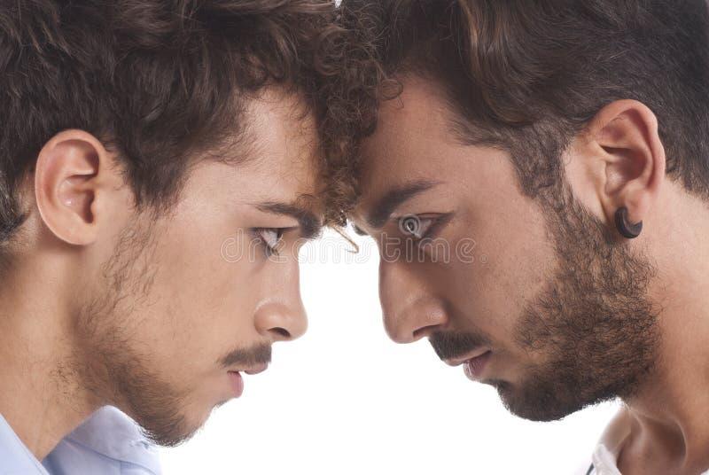 Dwa mężczyzna przeciw each inny fotografia stock