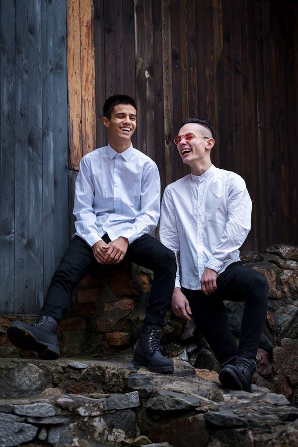 dwa młode chłopaki obraz stock
