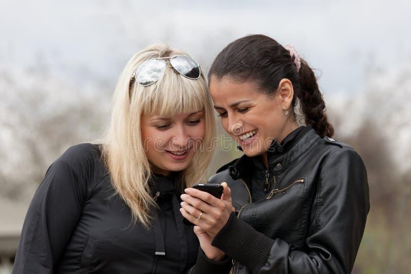 dwa młode dziewczyny zdjęcia stock