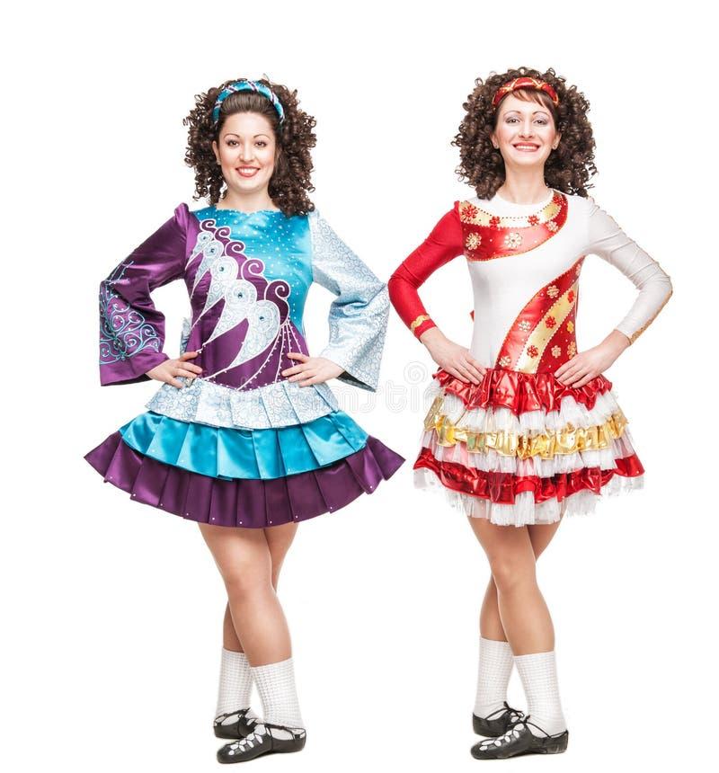 Dwa młodej kobiety w Irlandzki taniec sukni pozować odizolowywam fotografia royalty free