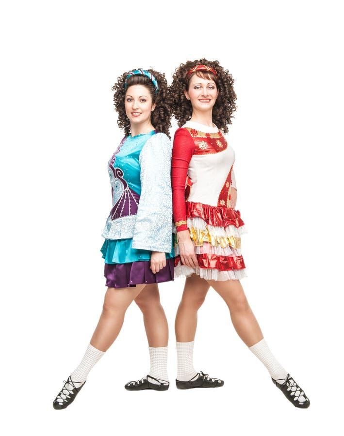 Dwa młodej kobiety w irlandzkich taniec sukniach fotografia stock