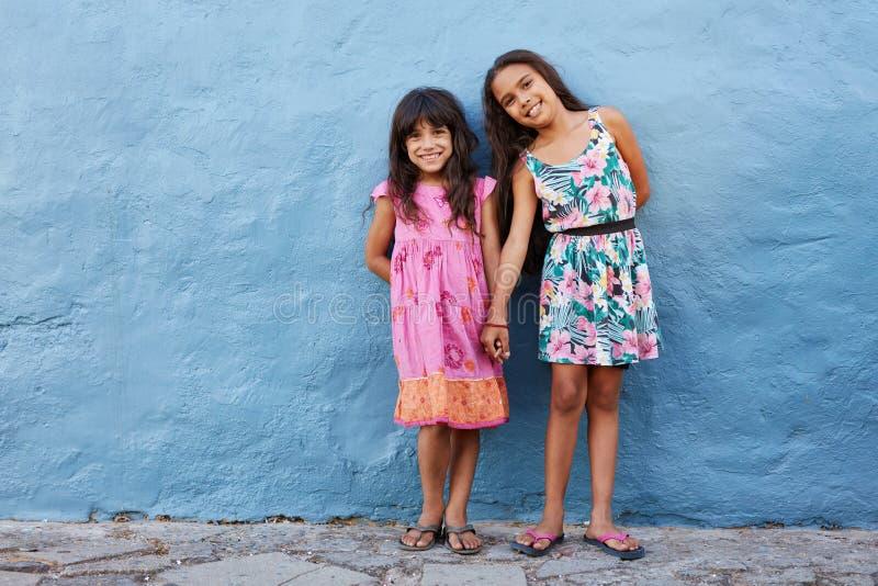 Dwa małej pięknej dziewczyny obrazy stock