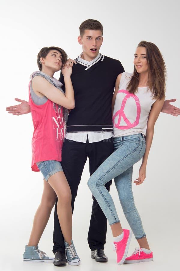 Dwa nastoletniej dziewczyny excited o nastolatku zdjęcia royalty free