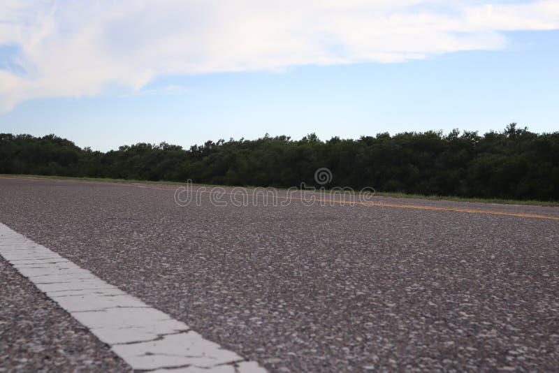 Dwa pas ruchu droga prowadzi końcówka fortu Desoto park w St Petersburg, Floryda obrazy stock