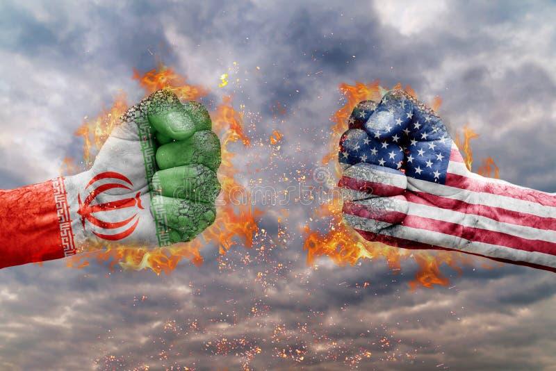 Dwa pięść z flaga Iran i usa stawiał czoło przy each inny obraz stock