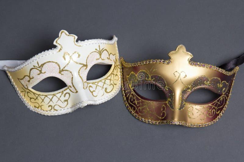 Dwa pięknej karnawał maski na popielatym fotografia stock