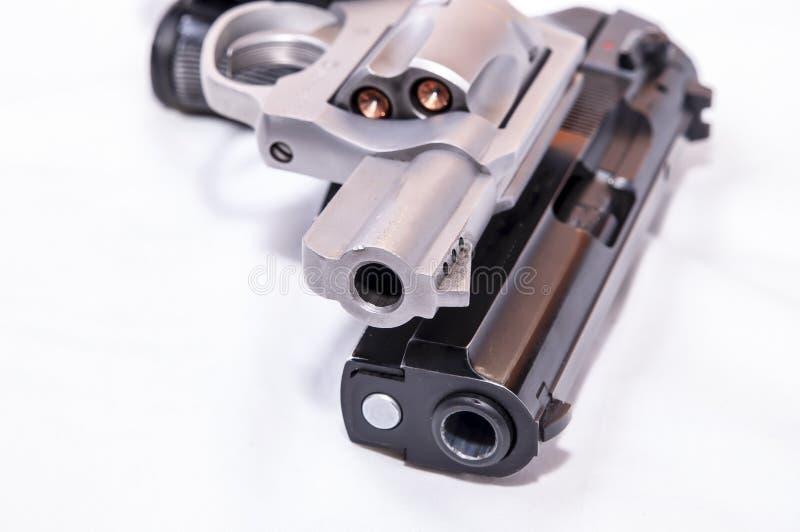 Dwa pistolecika, 40 kaliber?w kr?cica i 357 magnum?w kolt, obraz stock
