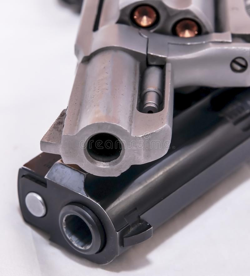 Dwa pistolecika, 40 kaliber?w kr?cica i 357 magnum?w kolt, zdjęcie stock