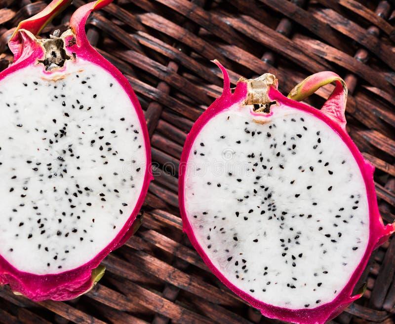 Download Dwa plasterka pitahaya obraz stock. Obraz złożonej z owoc - 53782471