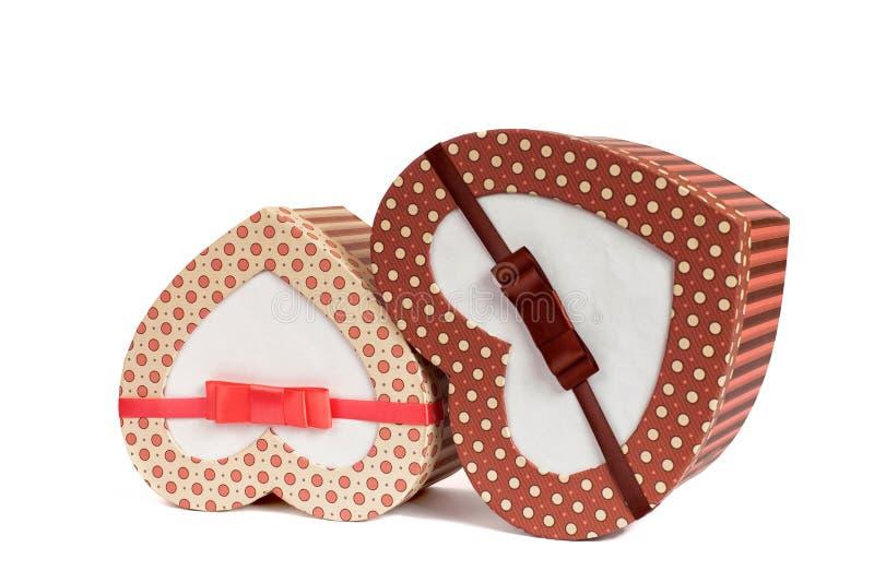 Dwa prezenta pudełka w kierowym kształcie odizolowywającym na białym tle zdjęcie royalty free