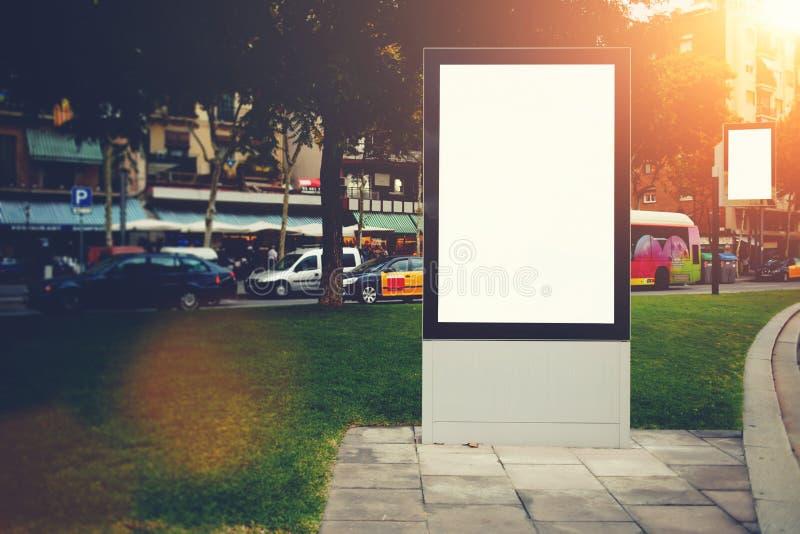 Dwa pustego billboardu z kopii przestrzenią dla twój wiadomości tekstowej promocyjnej zawartości lub, informacj publicznych deski fotografia stock