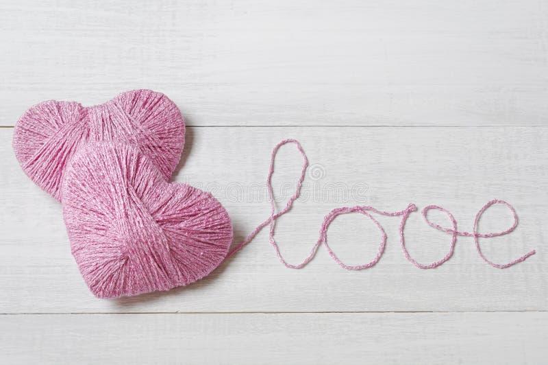 Dwa różowego gejtawu w kształcie serce zdjęcie royalty free